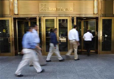People walk by the Merrill Lynch building in New York September 15, 2008. REUTERS/Chip East