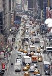"""<p>Вид на Бродвей в Нью-Йорке 26 февраля 2009 года. Фильм """"Неспящие в Сиэтле"""", вышедший в 1993 году и превративший Тома Хэнкса в главного романтического персонажа, обретет новую жизнь в качестве мюзикла на Бродвее, сообщили во вторник продюсеры новой постановки. REUTERS/Mike Segar</p>"""