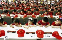 <p>Immagine d'archivio di una gara matematica per bambini cinesi. REUTERS/China Daily (CHINA) CHINA OUT</p>