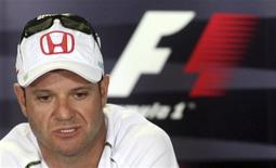 <p>Rubens Barrichello concede entrevista coletiva em São Paulo, quando era piloto da extinta equipe Honda. 02/11/2009. REUTERS/Rodrigo Paiva (BRASIL)</p>