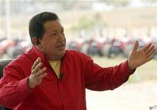 """<p>El mandatario Hugo Chávez durante la grabación del programa 'Aló Presidente' en Tucutunemo, Venezuela, 1 mar 2009. Con """"velita"""", vino, atención exquisita y vista a un río, al mar o en una colina, los """"Restaurantes Chávez"""" de bajo costo prometen combatir el alto costo de la vida en Venezuela y acabar con la explotación de los clientes. REUTERS/Miraflores Palace/Handout (VENEZUELA).</p>"""