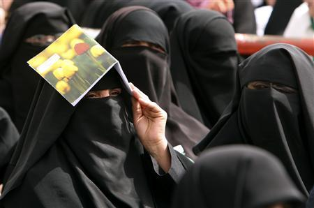 Palestinian women take part in a rally in solidarity with Arabs in Jerusalem organised by Hamas culture ministry in Gaza March 7, 2009. REUTERS/Mohammed Salem