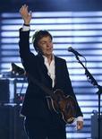 <p>Os ex-Beatles Paul McCartney e Ringo Starr se apresentarão num concerto em Nova York no próximo mês para ajudar a levantar fundos para um programa que incentiva crianças problemáticas a meditar, anunciaram os organizadores do evento. REUTERS/Lucy Nicholson (ESTADOS UNIDOS)</p>