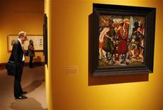 """<p>El cuadro """" St. Maurice and His Companions of the Theban Legion"""" durante presentación previa a la inauguración de su muestra en Nueva York, 10 mar 2009. Casi 50 pinturas de los grandes maestros holandeses requisadas por los nazis durante la Segunda Guerra Mundial serán exhibidas el domingo por el Museo Judío de Nueva York. REUTERS/Shannon Stapleton</p>"""