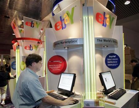 Brian Winer of Los Angeles uses an eBay kiosk to check on an item he has for sale during the Consumer Electronics Show in Las Vegas, Nevada January 6, 2006. REUTERS/Steve Marcus