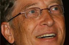<p>Imagen de archivo del fundador de Microsoft, Bill Gates, en una conferencia de prensa en Nueva Delhi, 5 nov 2008. El fundador de Microsoft Corp, Bill Gates, es nuevamente el hombre más rico del mundo, superando al inversor Warren Buffett, en momentos en que la crisis financiera borró 2 billones de dólares de valor neto del patrimonio de los multimillonarios del mundo, dijo el miércoles la revista Forbes. REUTERS/B Mathur</p>