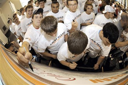 Students take the ''I Play Clean'' pledge during the launch of the anti-doping program, in this photograph released on March 11, 2009. Hall of Fame linebacker Dick Butkus, who was renowned for playing with a menacing fury, is putting his passion into the fight against steroids. Butkus said the linking of steroids and sports disgusted him and the former Chicago Bear is tackling the problem by delivering a message on the dangers of doping through his ''I Play Clean'' campaign aimed at high-school students. To match feature DOPING/BUTKUS REUTERS/Old Spice/Handout