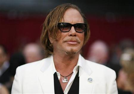 Mickey Rourke arrives at the 81st Academy Awards in Hollywood, California February 22, 2009. REUTERS/Mario Anzuoni