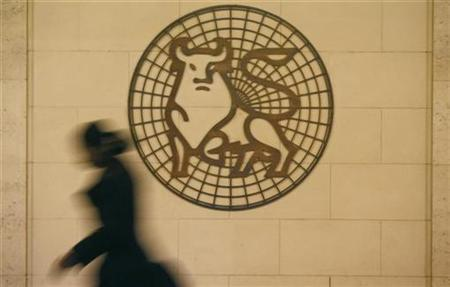 A woman walks past the Merrill Lynch logo outside their offices in London March 6, 2009. REUTERS/Andrew Winning