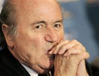 <p>O presidente da Fifa, Joseph Blatter, reiterou na quarta-feira sua preferência por candidaturas individuais dos países para sediar as Copas de 2018 e 2022. REUTERS/Dominic Ebenbichler (CANADÁ)</p>