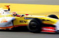 <p>Piloto da Renault Fernando Alonso, da Espanha, durante teste no circuito da Catalunha, em Barcelona. 12/03/2009. REUTERS/Gustau Nacarino</p>