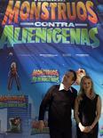 <p>El actor Kiefer Sutherland y la actriz Reese Witherspoon posan para una fotografía durante la promoción del filme 'Monsters vs. Aliens' en Madrid, 12 feb 2009. l actor y director Kiefer Sutherland ha dejado de lado sus apariciones en cine y televisión para dedicarse en su último trabajo al doblaje, terreno que prueba por primera vez y que asegura ha sido para él liberador. REUTERS/Sergio Perez</p>