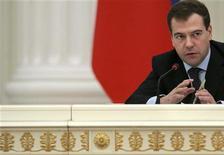 <p>Президент РФ Дмитрий Медведев на встрече в московском Кремле 4 марта 2009 года. Президент России Дмитрий Медведев назвал восстановление парламентского контроля над исполнительной властью действенным инструментом борьбы с экономическим кризисом. REUTERS/Natalia Kolesnikova/Pool</p>