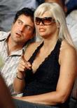 <p>Howard K. Stern e Anna Nicole Smith durante jogo em Hollywood, em janeiro de 2007. Nesta sexta-feira, Stern, advogado, e os médicos Sandeep Kapoor e Khristine Eroshevichas foram acusados de conspiração pela morte da modelo. REUTERS/Hans Deryk/Files</p>
