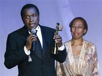 <p>Actor Ben Vereen (L) accepts his award from Altovise Gore Davis, the wife of the late Sammy Davis Jr., at the 2006 Bollywood Fashion Awards at Roseland Ballroom in New York City July 29, 2006. REUTERS/Peter Foley</p>