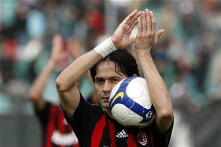 AC Milan's Filippo Inzaghi celebrates after winning their Italian Serie A soccer match against Siena in Siena March 15, 2009. REUTERS/Giampiero Sposito