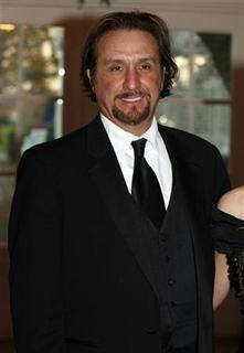 Actor Ron Silver arrives at the White House for a reception for the Kennedy Center Honors in Washington December 4, 2005. REUTERS/Joshua Roberts