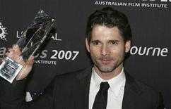 <p>Eric Bana poses with his award for Best Lead Actor at the Australian Film Institute Awards at the Exhibition Buildings in Melbourne, December 6, 2007. REUTERS/Stuart Milligan</p>