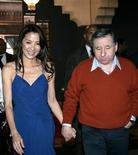 <p>Jean Todt e la findanzata, l'attrice malaysiana Michelle Yeoh. REUTERS/Jean Blondin</p>