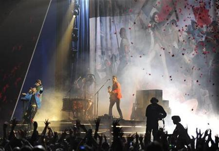 British band Coldplay perform at the Brit Awards at Earls Court in London February 18, 2009. REUTERS/Dylan Martinez