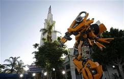 "<p>The premiere of ""Transformers"" is held at the Mann's Village theatre in Los Angeles June 27, 2007. REUTERS/Mario Anzuoni</p>"