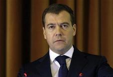 <p>Президент РФ Дмитрий Медведев на заседании Минобороны в Москве 17 марта 2009 года. США расценивают обещание президента России Дмитрия Медведева повысить боеготовность ядерных сил как риторику, рассчитанную в первую очередь на собственных избирателей, сказал представитель Белого дома. REUTERS/Ivan Sekretarev/Pool</p>
