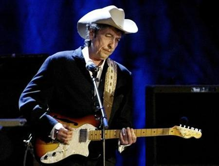 Rock musician Bob Dylan performs at the Wiltern Theatre in Los Angeles in this file photo from May 5, 2004. REUTERS/Robert Galbraith RG
