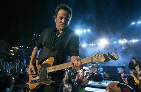Musician Bruce Springsteen performs during halftime for Super Bowl XLIII in Tampa, Florida February 1, 2009. REUTERS/Jeff Haynes