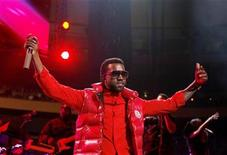 <p>Musician Kanye West performs during the Z100 Jingle Ball in New York December 12, 2008. REUTERS/Lucas Jackson</p>