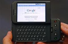 <p>Un cellulare Google T-Mobile G1 presentato a New York. REUTERS/Mike Segar</p>