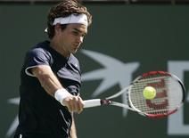 <p>Roger Federer joga contra Fernando González no torneio de Indian Wells. 18/03/2009. REUTERS/Michael Fiala</p>