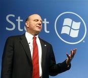 <p>Selon le directeur général de Microsoft, Steve Ballmer, le premier éditeur mondial de logiciels trouvera sans nul doute un moment pour discuter avec Yahoo dès que les circonstances le permettront. /Photo prise le 16 février 2009/REUTERS/Albert Gea</p>