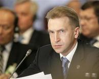 <p>Первый вице-премьер РФ Игорь Шувалов на саммите стран Балтийского моря в Риге 4 июня 2008 года. Российская экономика близка к нижней точке спада или уже достигла дна, и рост может возобновиться к концу года в отсутствие внешних потрясений, сказал первый вице-премьер Игорь Шувалов. REUTERS/Ints Kalnins</p>