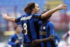 <p>L'interista Zlatan Ibrahimovic festeggia il suo gol contro la Reggina. REUTERS/Alessandro Garofalo (ITALY SPORT SOCCER)</p>
