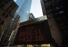 <p>A sign displays TSX information in Toronto March 23, 2009. REUTERS/Mark Blinch</p>