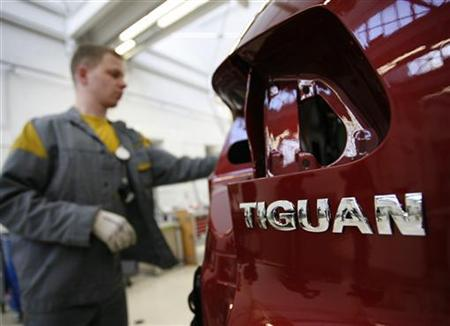 An employee works on the bodywork of a Volkswagen Tiguan in a production line at the Volkswagen headquarters in Wolfsburg February 15, 2008. REUTERS/Christian Charisius