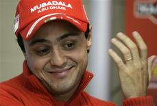 <p>Piloto brasileiro de Fórmula 1, Felipe Massa, da Ferrari, em foto de arquivo, se disse feliz nesta terça-feira com a permanência do sistema de pontos para a decisão do campeão da temporada. REUTERS/Bruno Domingos/Files</p>