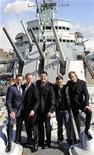 <p>El grupo británico Spandau Ballet posa para una fotografía a bordo del HMS Belfast en Londres, 25 mar 2009. Hace 20 años se separaron. Hace diez fueron hasta la corte por sus derechos de autor. Hoy el grupo británico Spandau Ballet está reformado. REUTERS/Toby Melville</p>