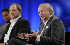 "<p>Author Alexander McCall Smith (R) answers questions with (L to R) actress Jill Scott and executive producer Harvey Weinstein during the HBO panel for ""The No. 1 Ladies' Detective Agency"" at the Television Critics Association winter press tour in Los Angeles January 9, 2009. REUTERS/Phil McCarten</p>"