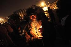 <p>A man holds a candle during an Earth Hour event in Guatemala City March 28, 2009. REUTERS/Daniel LeClair</p>