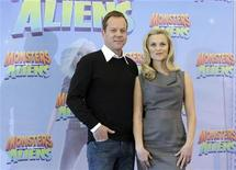 <p>Kiefer Sutherland e Reese Witherspoon in posa per la promozione del film 'Monsters vs. Aliens' a Berlino. REUTERS/Tobias Schwarz</p>