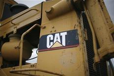 <p>Логотип Caterpillar на тяжелой технике компании в Денвере 22 июля 2008 года. Сотрудники французского офиса Caterpillar Inc задержали четырех представителей менеджмента американской компании в связи с опасениями по поводу планируемых увольнений, сообщила радиостанция France Info во вторник. REUTERS/Rick Wilking</p>