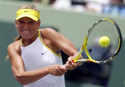 Azarenka, 19, beats Serena to land Miami title