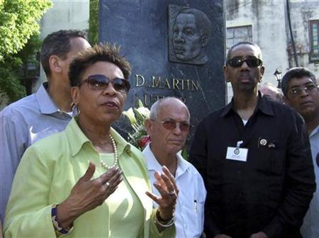 U.S. Congresswoman Barbara Lee (L) talks next to Cuban Protestant church leader Reverend Raul Suarez (C) and U.S. Congressman Bobby Rush (R) during a visit at the Martin Luther King Memorial in Havana April 4, 2009. REUTERS/Stringer