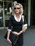 <p>L'attrice Farrah Fawcett a Beverly Hills nel 2005. REUTERS/Mario Anzuoni MA</p>