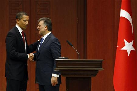 President Barack Obama shakes hands with Turkey's President Abdullah Gul following their joint news conference at Cankaya Palace in Ankara April 6, 2009. REUTERS/Jason Reed