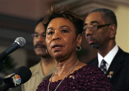 U.S Congresswoman Barbara Lee, talks to the media next to U.S Congressmen Bobby Rush (R) and Emanuel Cleaver (L) during a news conference in Havana April 7, 2009. A U.S. congressional delegation met on Monday with Cuban President Raul Castro in his first talks with U.S. officials since taking office last year -- a sign that U.S.-Cuban relations may be thawing. REUTERS/Enrique De La Osa