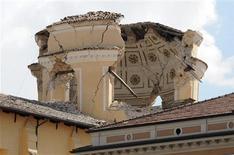 <p>Domo da Igreja San Bernardino destruída pelo terremoto em L'Aquila. 06/04/2009. REUTERS/Alessandro Bianchi</p>