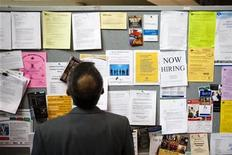 <p>A man looks at a job board at a job fair in Toronto, April 1, 2009. REUTERS/Mark Blinch</p>