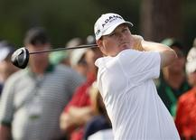 <p>Chad Campbell of the U.S. hits his tee shot on the 17th hole during first round play at the 2009 Masters golf tournament at the Augusta National Golf Club in Augusta, Georgia, April 9, 2009. REUTERS/Shaun Best</p>